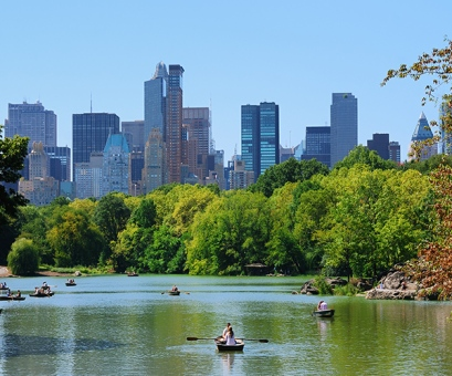 things-to-see-central-park-skyline-lake